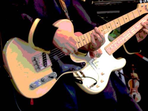 Im Vordergrund spielen zwei Musiker auf elektisch verstärkten Gitarren, hinten rechts ist eine Violine zu erkennen. Der Bildausschnitt ist so gewählt, dass die Instrumente im Mittelpunkt stehen, von den Musikern sind nur einzelne Körperteile im Bild. Durch Posterisierung wurde die Anzahl der Farben im Bild heruntergesetzt.